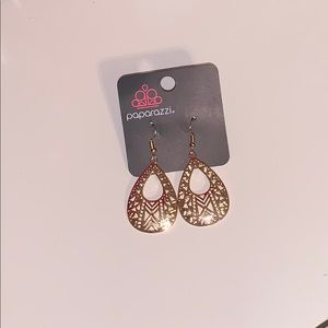Jewelry - Paparazzi earrings